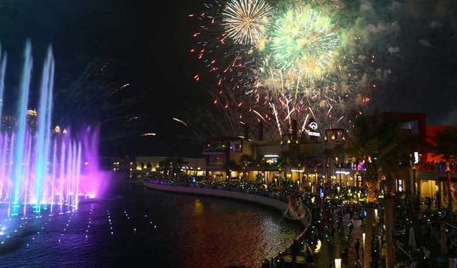 Dubai To Unveil World's Largest Fountain