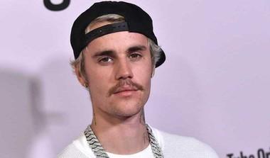 """Bieber Finds Grammy Nods """"Strange"""""""