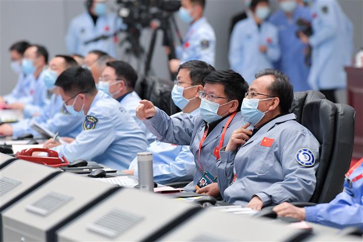 China's Space Plan: Robot On Mars, Man On Moon
