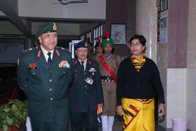 Army Commander Visits School