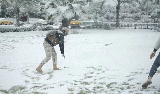 People Wake Up To Snow In Baghdad