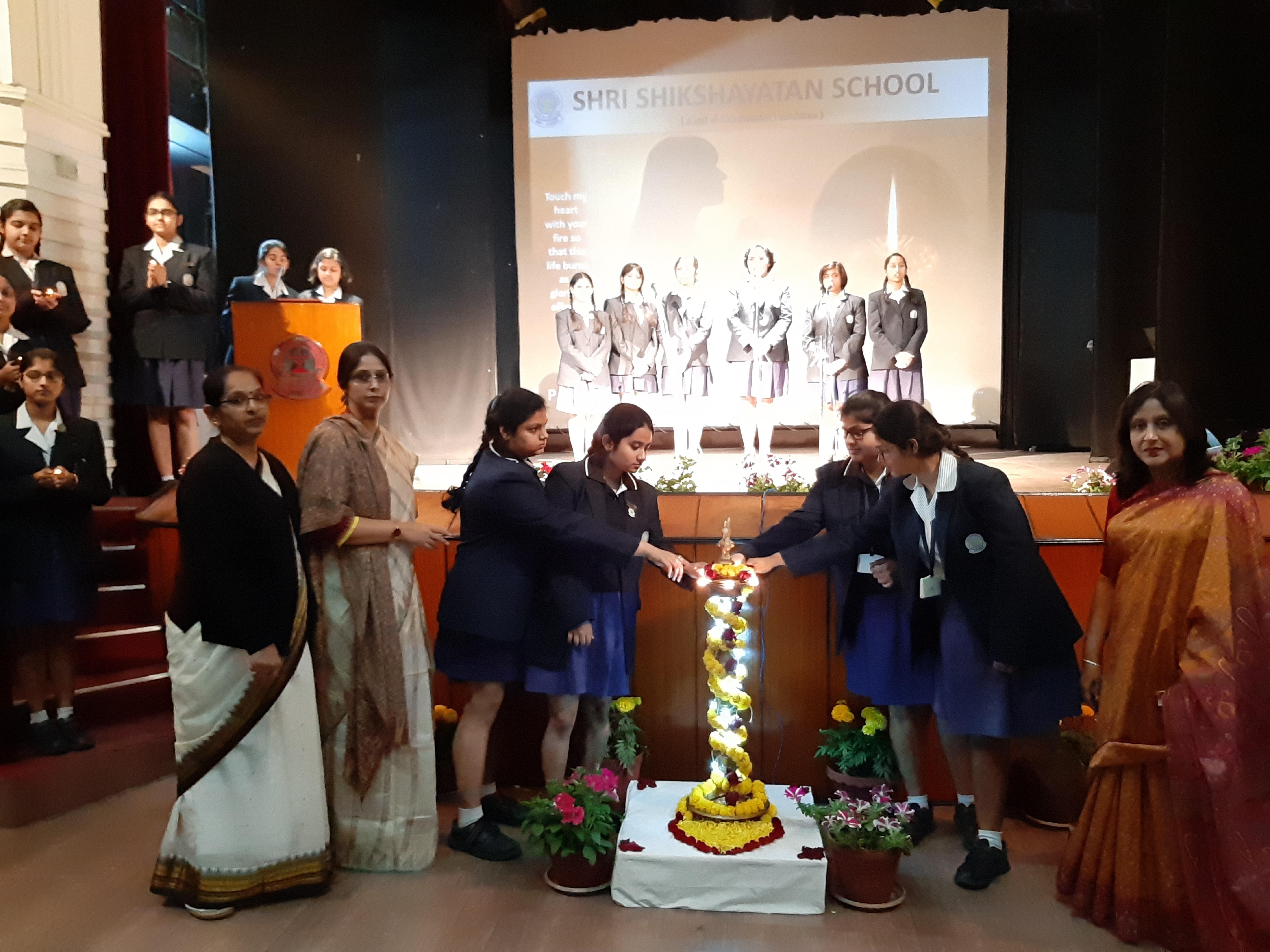Shri Shikshayatan holds prayer service for classes X & XII