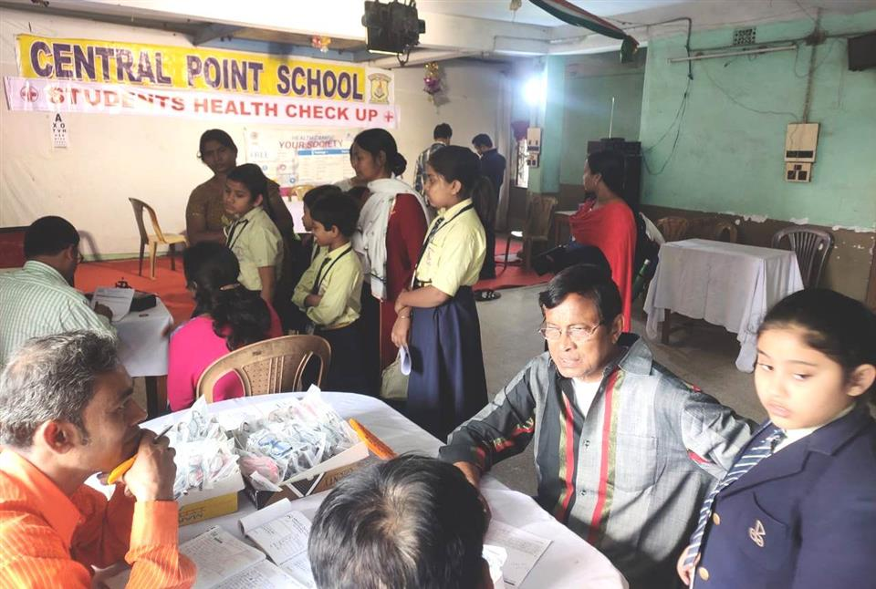 Central Point School, Sodepur holds health & eye check up camp for students