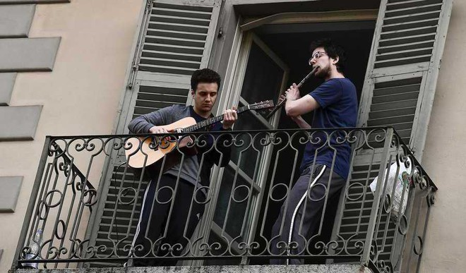 Quarantined Italians Singing Their Hearts Out