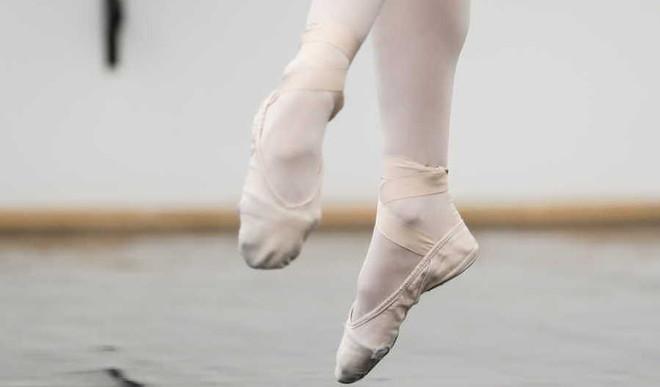 Spinning Dancer's Optical Illusion