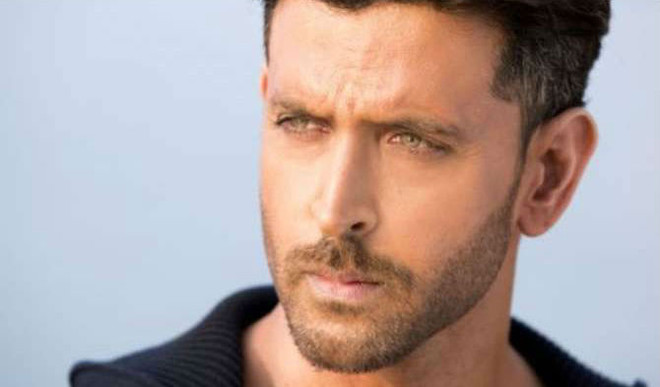 Hrithik Gets Sanitisers For Police