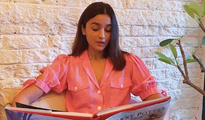 Alia Bhatt Reads Harry Potter!