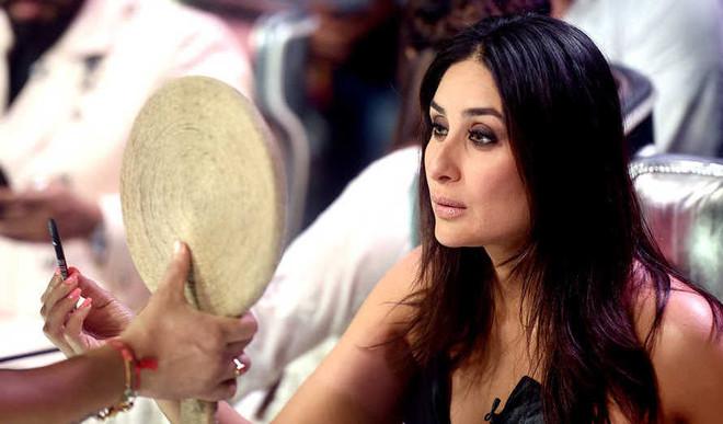 Kareena Eats Makhanas To Stay Fit