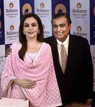 Mukesh Ambani 7th Richest, Pips Buffet