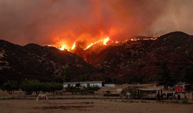 'Apple Fire' Rages In Southern California