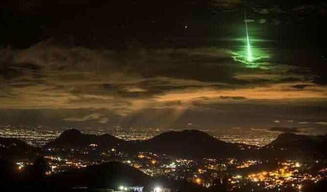 Green Meteors Look Amazing