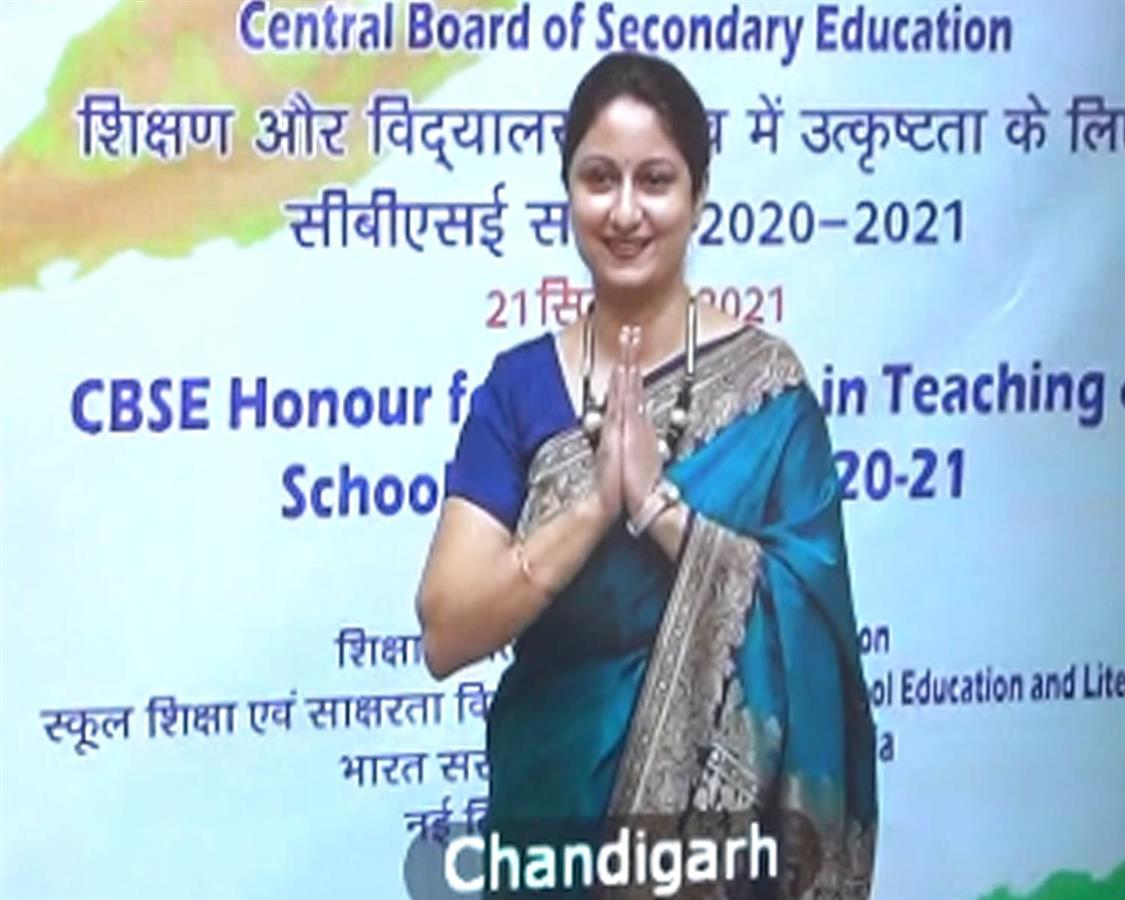 MoS Education felicitates principal for excellence in teaching & school leadership