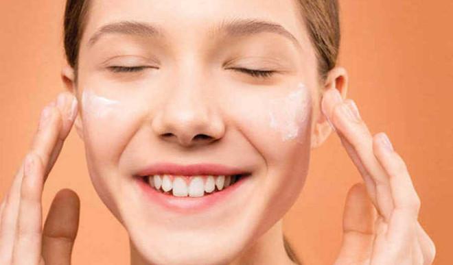 Slugging - The Cheapest Skincare Trend!