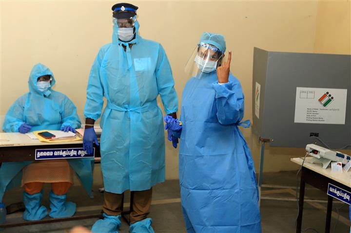 Covid+ Kanimozhi Casts Vote Wearing PPE