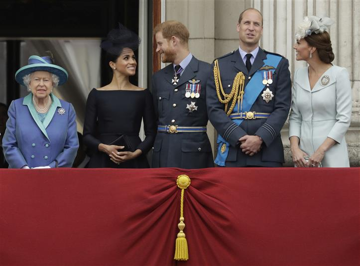 No Uniforms For Royals At Funeral: Queen