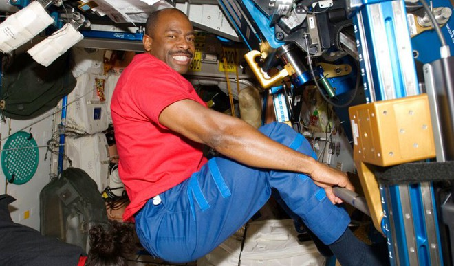 Do Astronauts Do Laundry In Space?