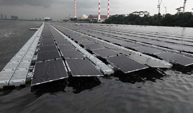 Singapore Builds One Of The Largest Floating Solar Farms